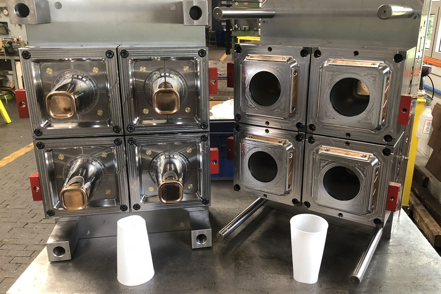 High performance mold for plastic cups