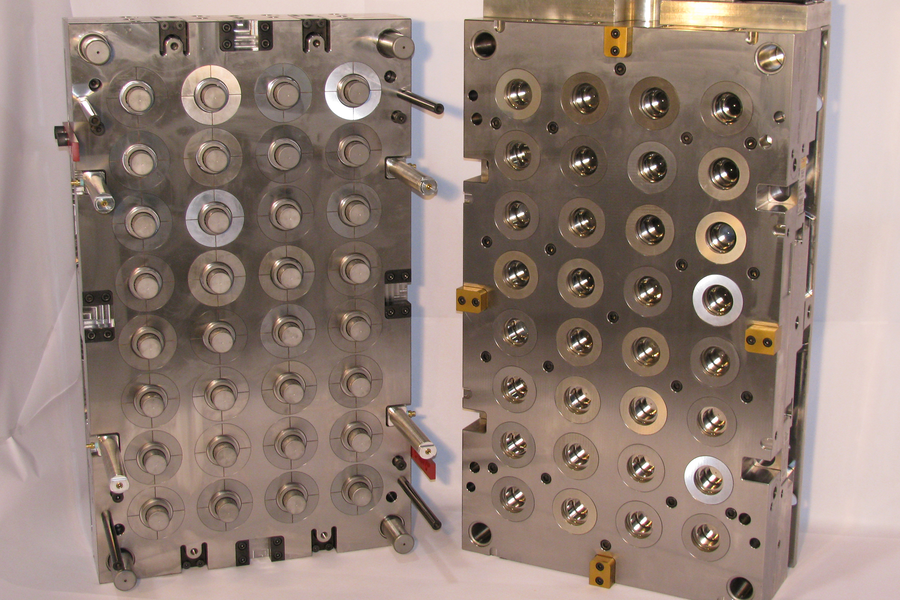 Multi-cavity unscrewing injection mold for plastic caps
